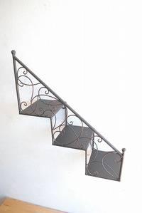 階段壁掛けシェルフ