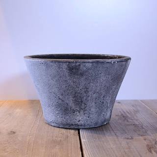 ジャンク仕上げが特徴的な陶器鉢です。鉢底には穴が開...
