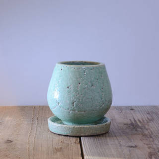 ひび割れ感が絶妙で落ち着いたお色の陶器鉢です。専用...
